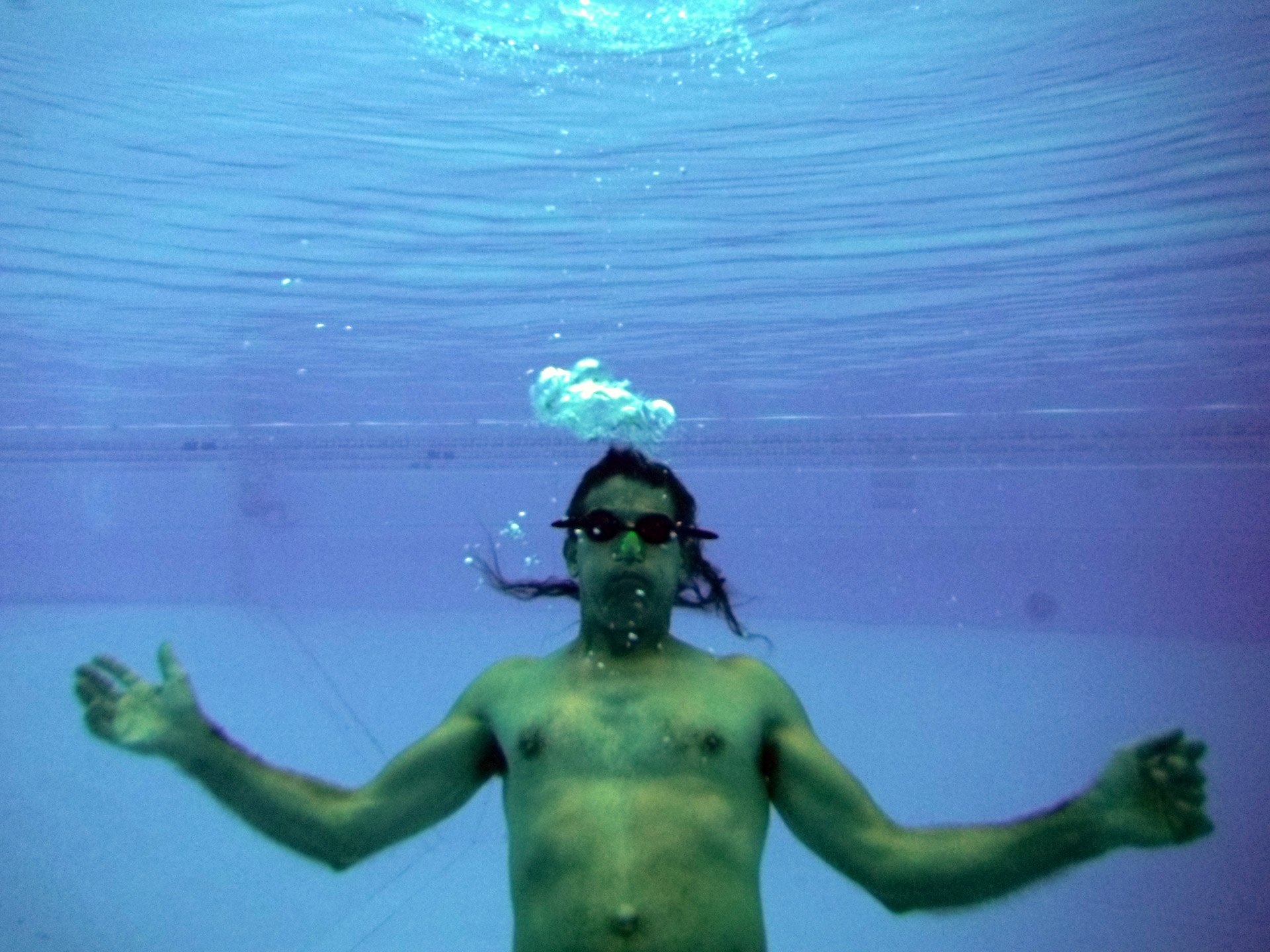 underwater-swimming-1340705045oz2